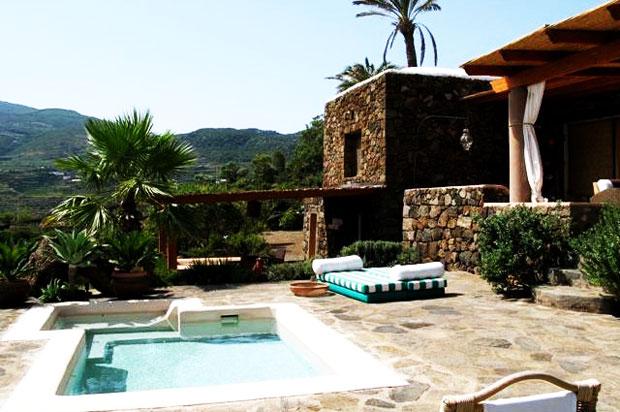 Vacanze estive a Pantelleria: tra dammusi, immersioni e ...