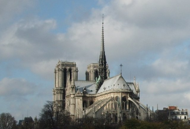 Tornare a Parigi per abbracciare Notre Dame