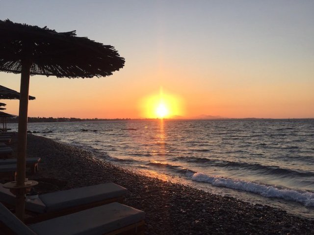 Tra l'insalata, l'azzurro e il sirtaki: i miei ricordi più belli delle isole greche