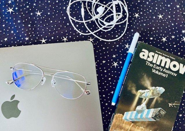 Come proteggere gli occhi dalla luce blu: gli occhiali Nowave e altri accorgimenti