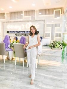 Resepsionis Bening's Clinic Pekanbaru