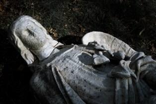goldman_vivien_Forest-Hills-Cemetery-Figures-in-Stone08