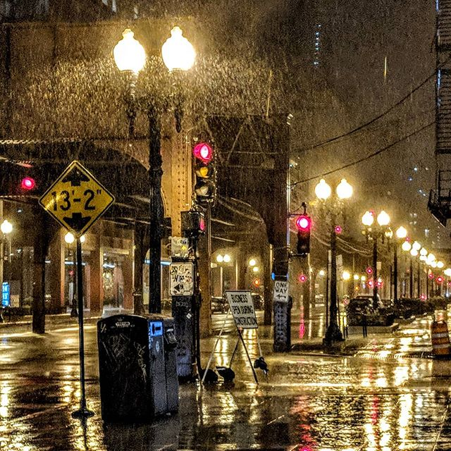 Caught in the rain.  #chicago #amateurphotographer #amateurphotography #photographer #photography #rain