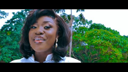 Emelia Brobbey ft Prince Bright – Fa Me Kor [Remix] (Official Video)