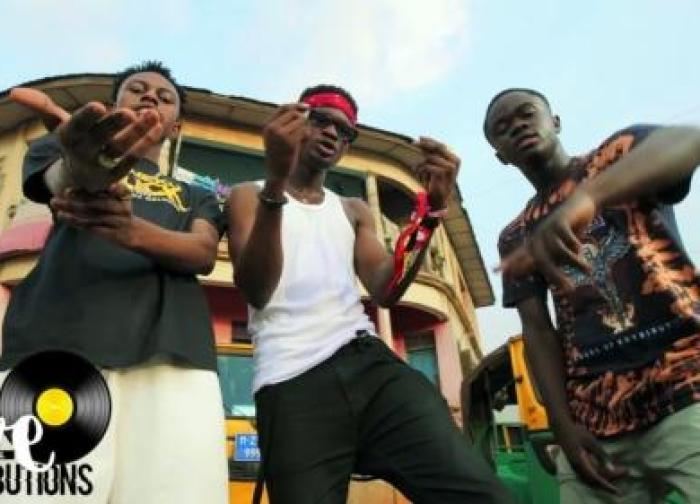 Kweku Darlington – Sika Aba Fie ft. Yaw Tog & Kweku Flick (Official Video)
