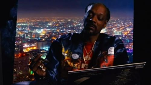 Snoop Dogg – Look Around feat. J Black (Official Video)