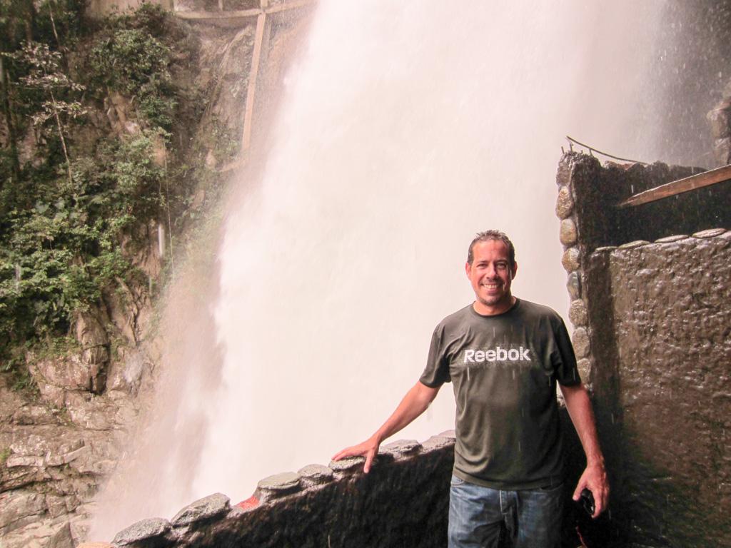 Nelson_Narvaez_en_el_Pailon_del_diablo_Ecuador