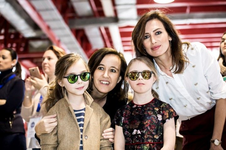 Las niñas con gafas Polaroid, Elena Villalobos y Nieves Alvarez