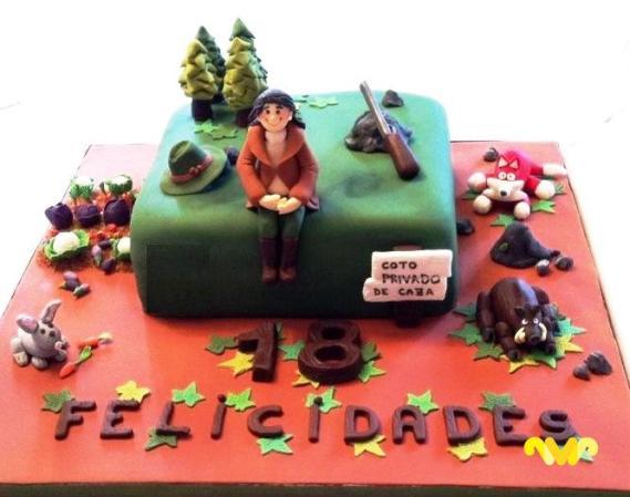 Carmen Moreno. Especializada en la pastelería creativa, practica el sugarcraft, una técnica que consiste en decorar tartas modelando figuras con pasta de azúcar.