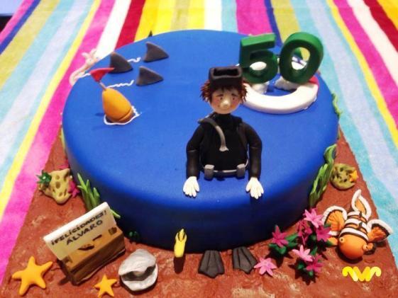 Carmen Moreno elabora de manera totalmente artesanal y utilizando ingredientes de primera calidad, riquísimas tartas, esponjosos cupcakes y crujientes cookies con decoraciones fabulosas.