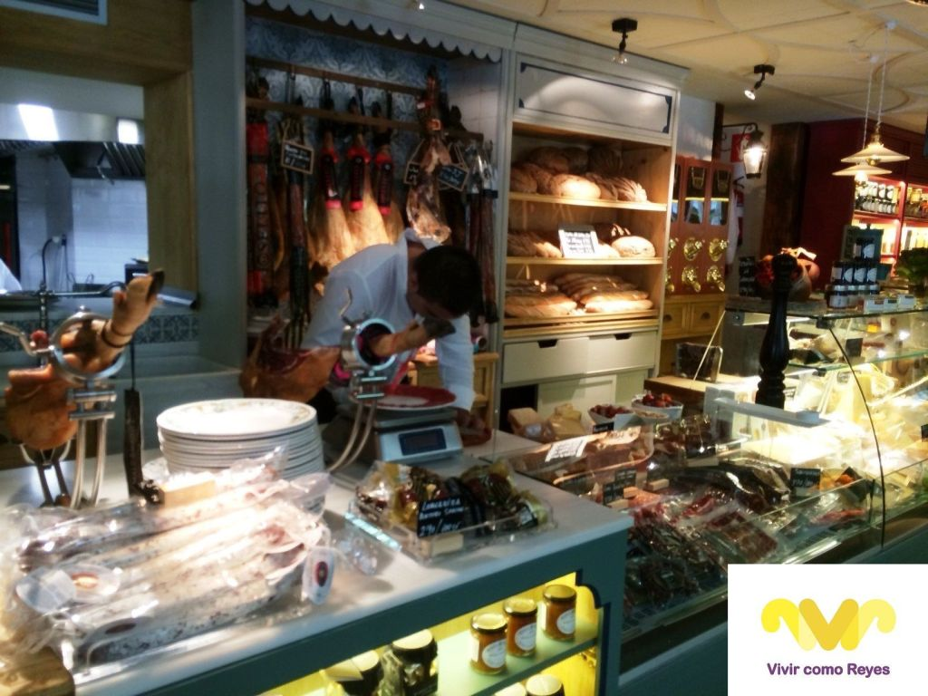 Cortador de jamón. Restaurante Ultramarinos Quintin Bar
