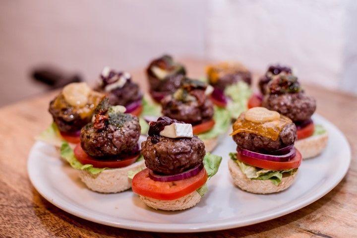 Degustación de mini hamburguesas. Restaurante Meat Love. Madrid