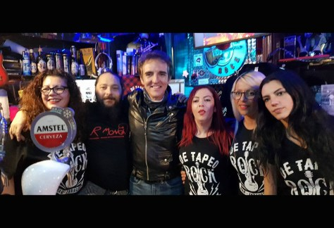 El equipo del De Tapeo Rock con Ramoncín.
