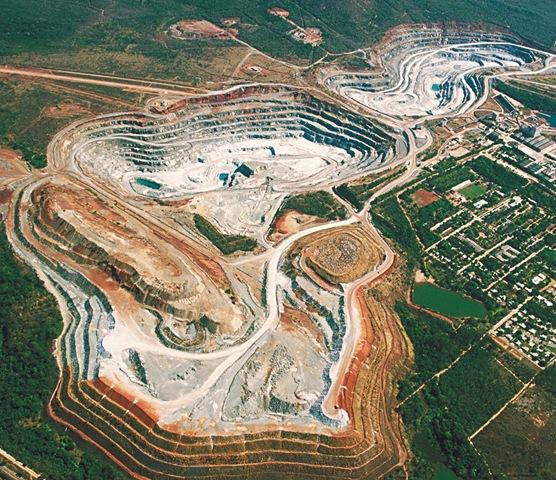 SAMA - Mineração de Amianto em Minaçu/GO.