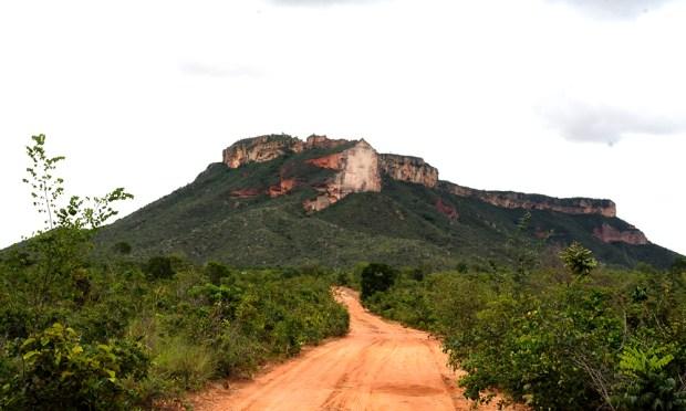 Bem próximo a São Félix do Tocantins, o turista já pode apreciar a esplendorosa Serra da Catedral, ponto marcante da paisagem