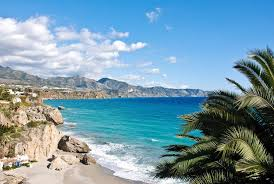 Пляжний відпочинок на морі в січні