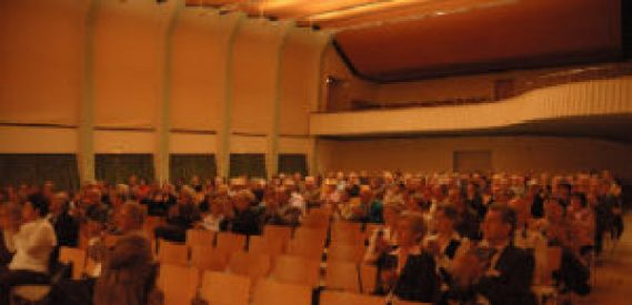 Das Benefizkonzert fand im Antoniussaal in Regensburg statt. Foto: Benno Möckershoff