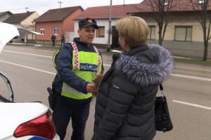 zu policija daruje vozacice