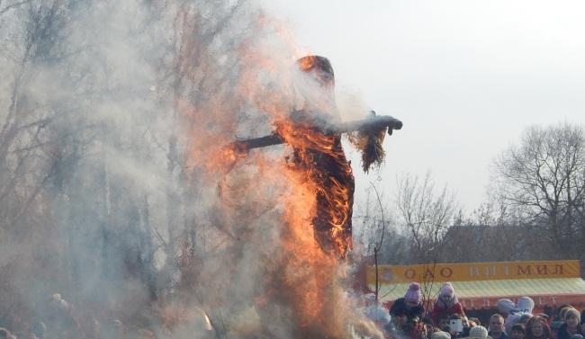 Сожжение Масленицы. Фото Евгении Москвиной