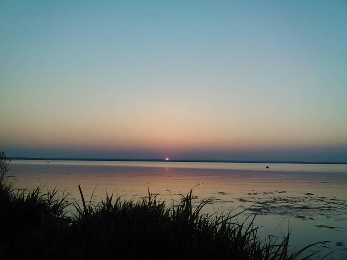 Озеро в Новолукомле. Фото Анастасии Вереск