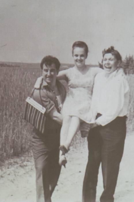 Рыгор Барадулин с женой и Владимиром Короткевичем. Фото Анастасии Вереск