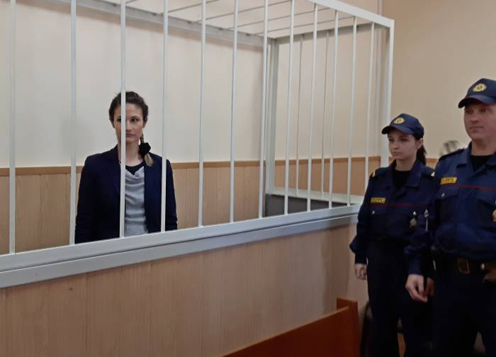 В зале судебного заседания нашлось лишь только одно место для обвиняемой - в клетке. Фото Светланы Васильевой