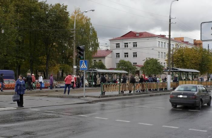 В субботу днем от Смоленского рынка на трамвае было не уехать. Фото Светланы Васильевой