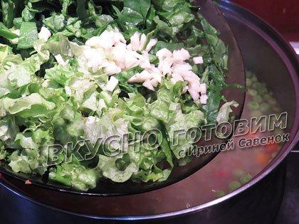 Овощной суп со шпинатом, листовым салатом и зеленым горошком - шаг 4