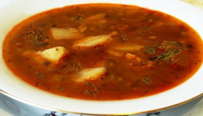 Sup kacang dengan ayam dan sosis