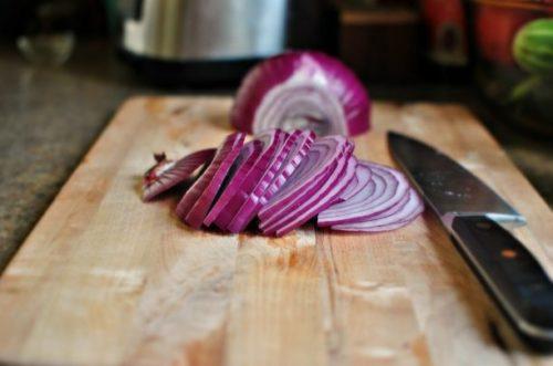 Нарезать лук для маринования