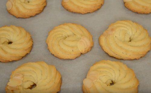 Простое домашнее песочное печенье на сливочном масле