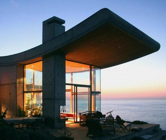 Beach house in Chili designed by Raimundo Anguita via ArchDaily