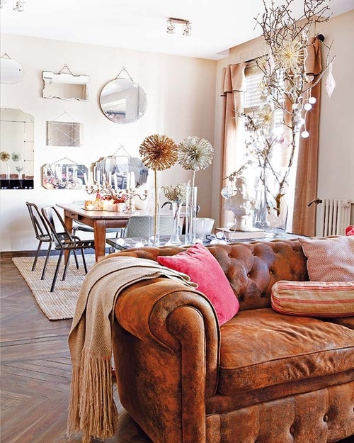 Just looooove this ancient leather chesterfield sofa, great touch with the pink pillows - via First Home