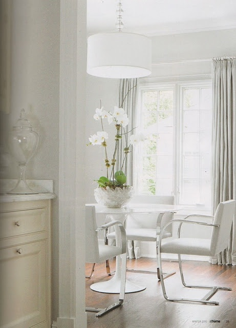A white Brno chair together with the Saarinen Tulip table, the offspring of two great minds
