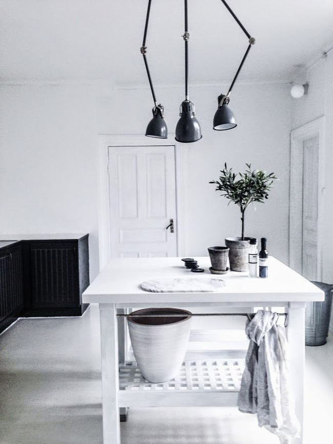 Black and white interiors - via Stil Inspiration