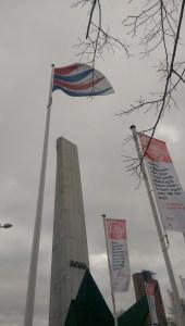 Het hijsen van de NVvV-vlag