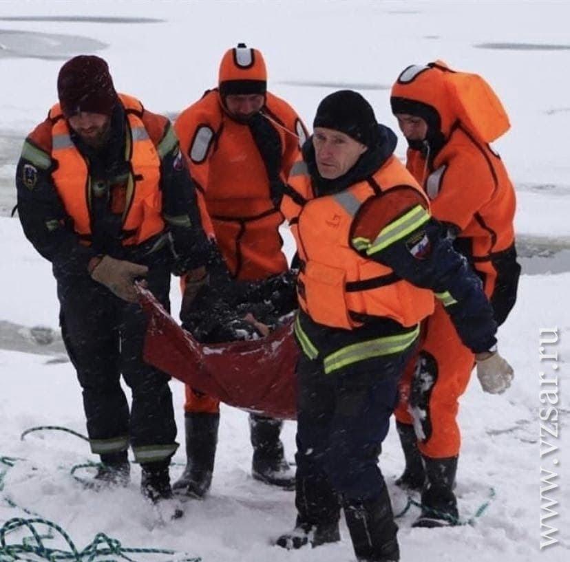 На Волге у Энгельса рыбаки провалились под лед