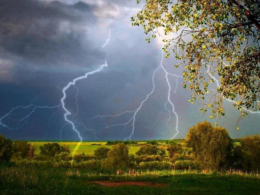 МЧС предупреждает жителей Саратовской области о грозах