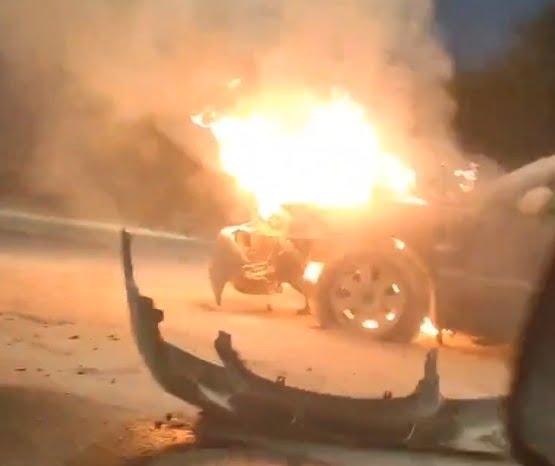 пожар авто  нашмаркс -  - ксения чернова - В Саратове KIA загорелась при столкновении с двумя автомобилями