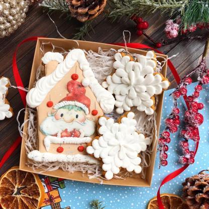 Новогодний пряничный набор «Санта и снежинки»
