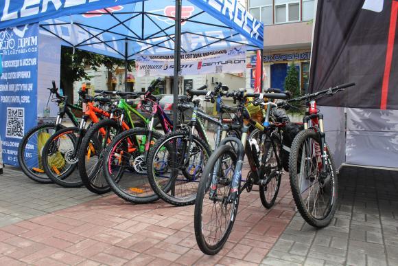 Виставка велосипедів та велоспорядження
