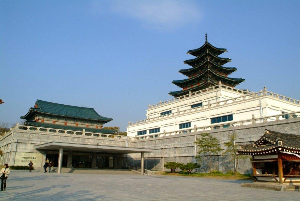 Bảo tàng Văn hoá Dân gian Hàn Quốc nằm bên trong khuôn viên của cung điện Gyeongbokgung |credit: omitravel.kr