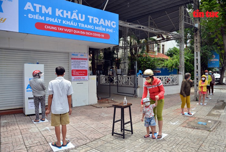 free 'face mask atm' comes into operation in hcm city hinh 2