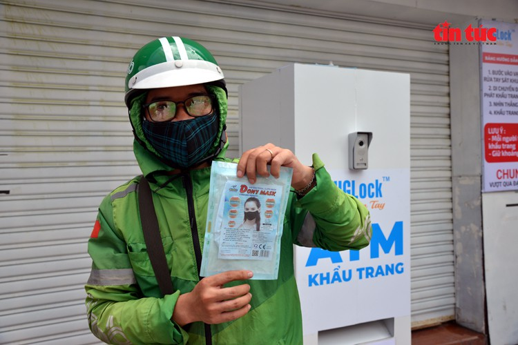 free 'face mask atm' comes into operation in hcm city hinh 5