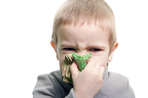 НАсморк у детей может быть связан с заболеванием ринит