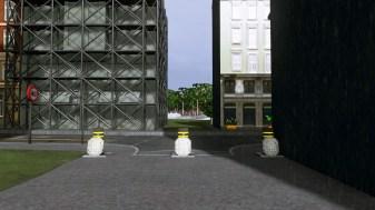 Bollards dividing pedestrian mall to main roads