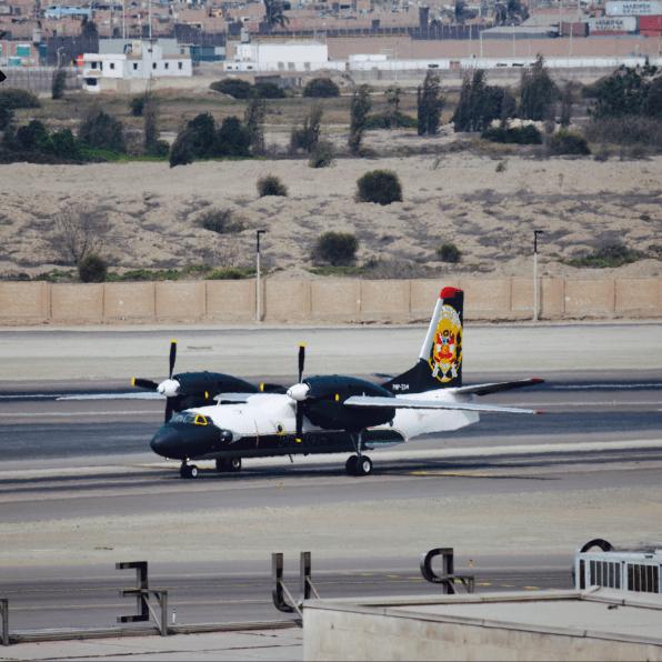 Antonov An-32 - Polícia Taxiando