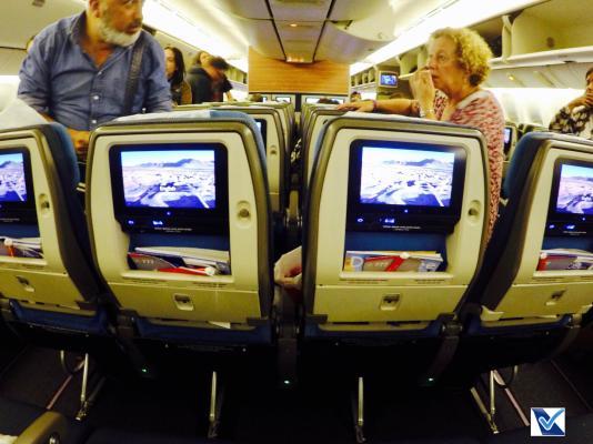 Inside B777 Economica - Assentos Meio