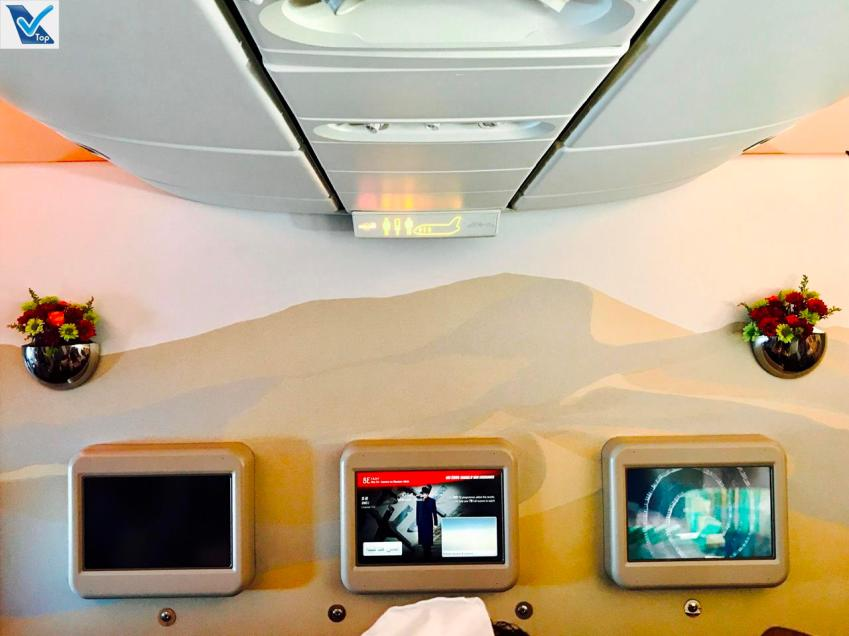 B777 - Emirates - Business - Painel Frente