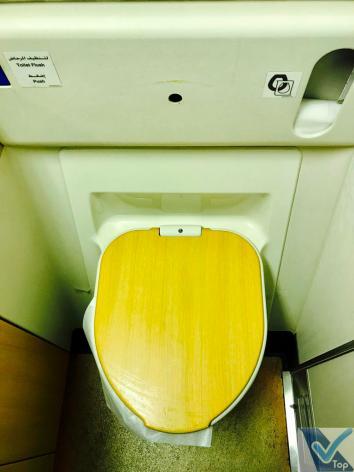 Emirates B777 Banheiro Econômica - Vaso